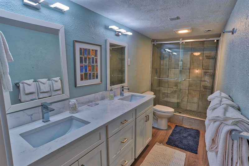 A master bathroom you would love to take home.